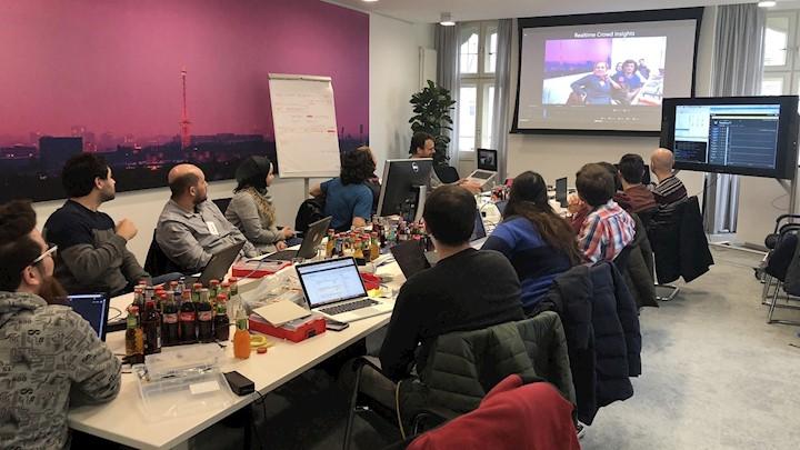 Digitale Perspektive für Geflüchtete - Microsoft Mitarbeiter engagieren sich für Integration