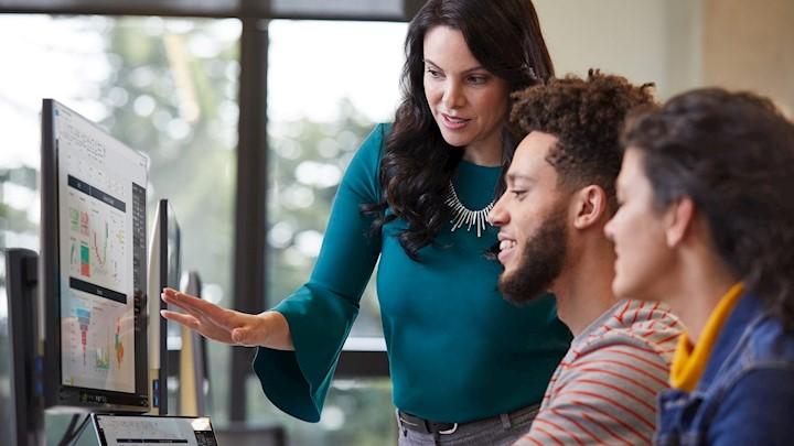 Microsoft erweitert gesellschaftliches Engagement für digitale Bildung
