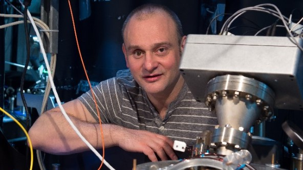 Prof Dr. Winfried Hensinger